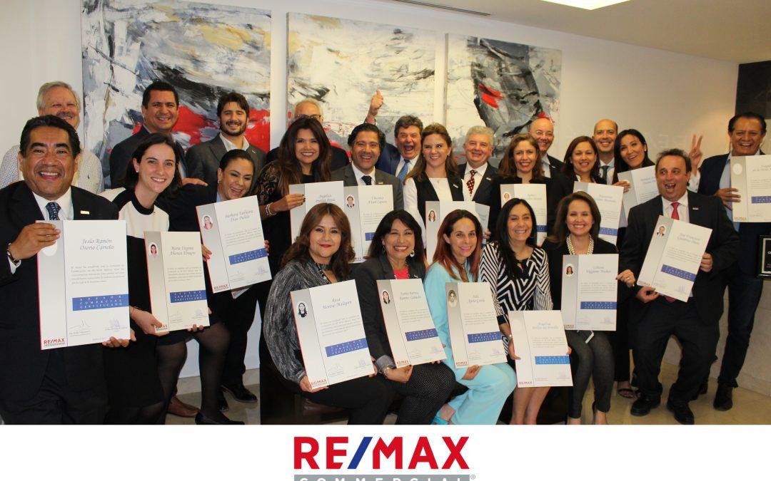 23 nuevos Asesores Comerciales Certificados