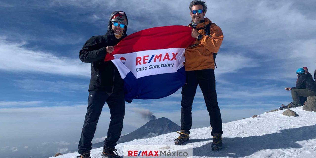 RE/MAX llega a la cima del Iztaccíhuatl